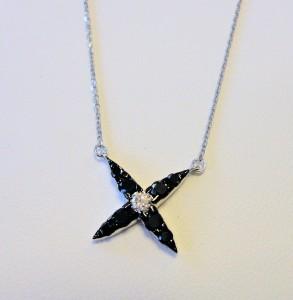 ブラックダイヤ花ネックレス